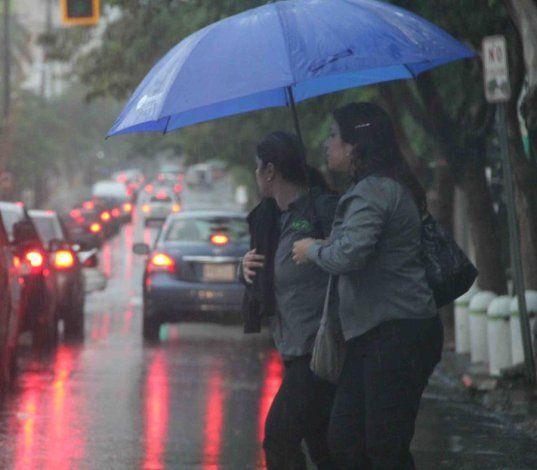 Las zonas sur y oeste de la isla recibirán la mayor cantidad de lluvia por un frente frío