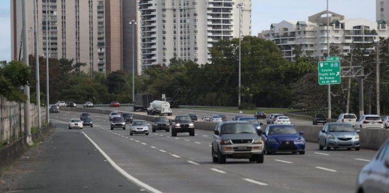Activo el flujo vehicular en la zona metropolitana en el primer día del toque de queda