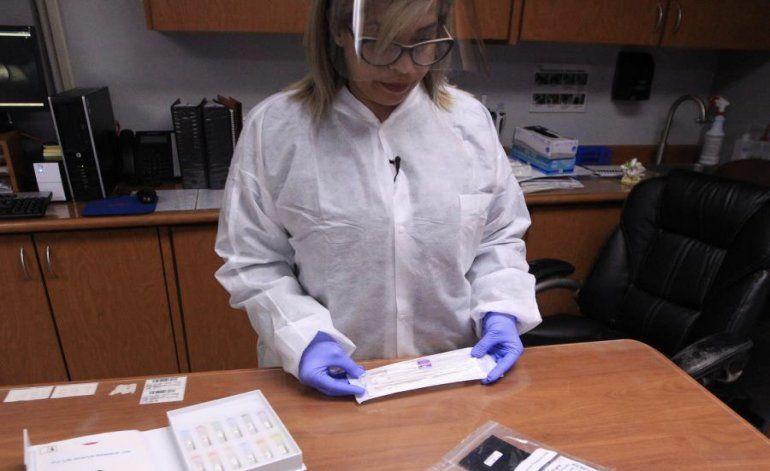 Laboratorios clínicos tratan de aumentar la capacidad de pruebas
