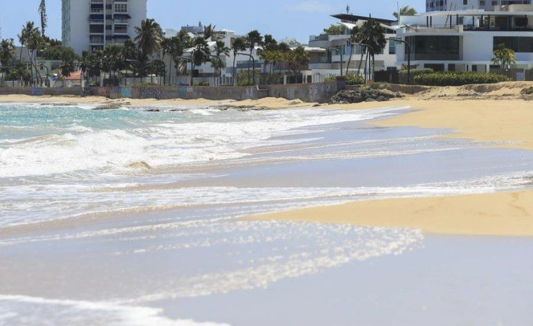 Sopesan los riesgos de una flexibilización en el acceso a las playas en Puerto Rico
