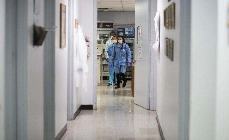 Suman 94 muertes y 1,575 casos de coronavirus en la Isla