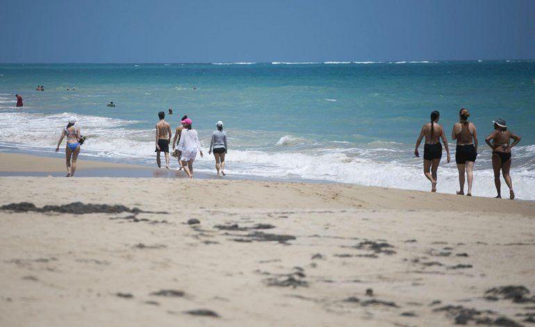 Proponen multar a quienes desechen mascarillas en playas