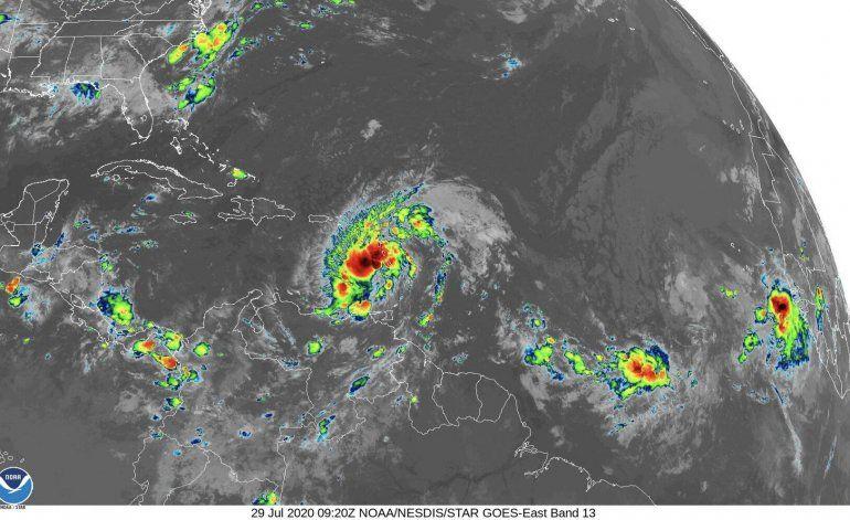 Potencial ciclón número nueve mantiene vientos de cerca de 45 millas por hora