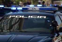 policia ocupa equipo usado para falsificar licencias para fraude de pua