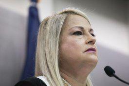 gobernadora anuncia aumento salarial para empleados de vivienda publica