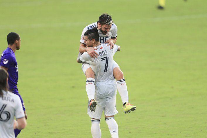 Argentino Bou guía a Revolution a semis de la MLS