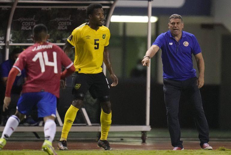 Ugalde renuncia a Costa Rica mientras Suárez sea el técnico