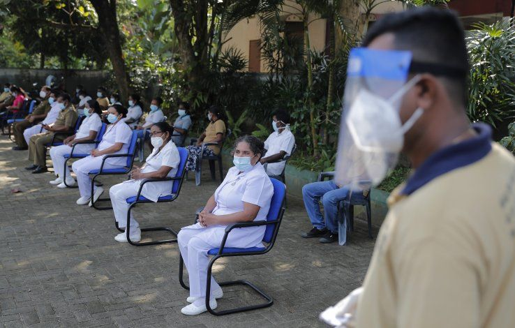 Ministra de Sri Lanka que usó poción casera contrae COVID-19