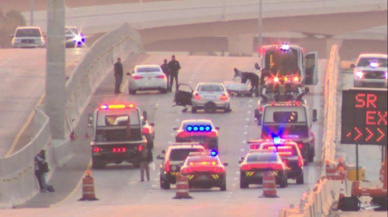 Detienen a 2 hombres en un automóvil robado en el Dolphin Expressway
