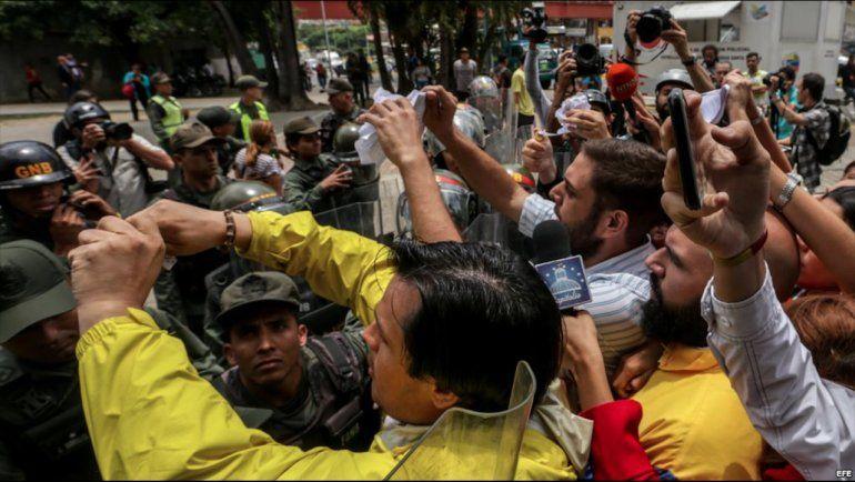 Venezuela: Fiscal Gen. denuncia ruptura del orden constitucional; opositores salen a las calles