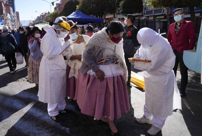 Festividad folclórica retorna pese al COVID-19 en Bolivia