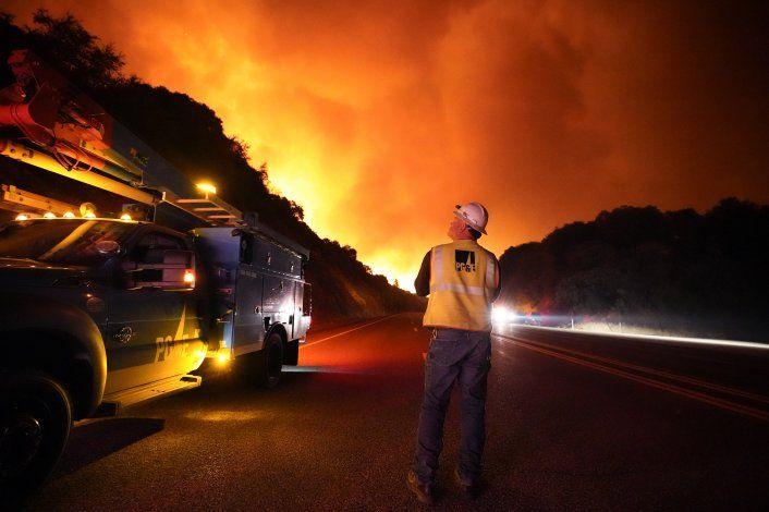 California: 1 millón podrían quedar sin luz por incendios