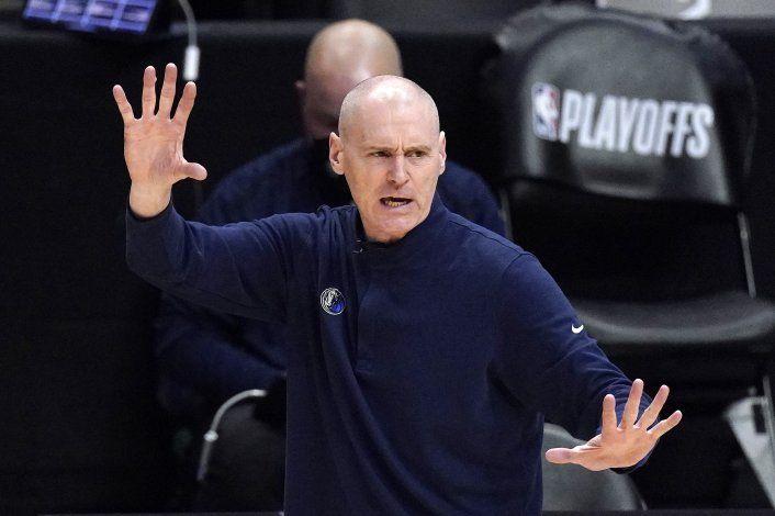 Carlisle volverá a dirigir a Pacers tras romper con Mavs