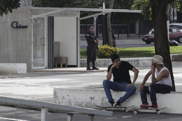 Dudas y expectativas por remesas con Bitcoin en El Salvador