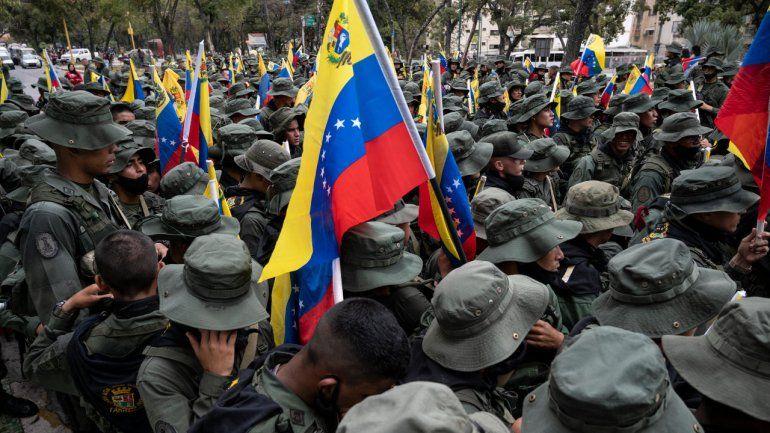 Juan Guaidó responsabilizó a Nicolás Maduro por la muerte de los militares venezolanos a manos de las FARC