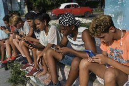 regimen aumenta control sobre internet y redes sociales