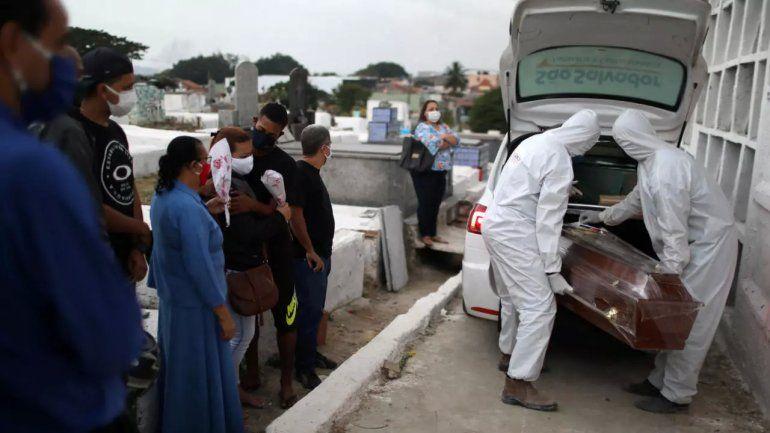 Brasil supera las 423 mil muertes por coronavirus