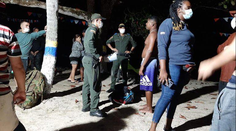 Naufragan balseros cubanos frente a costa colombiana
