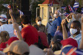 decenas de miles hacen mitines a favor del gobierno en cuba