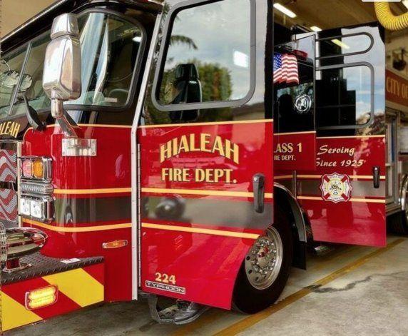 Departamento de bomberos de Hialeah estrenó nuevo camión eléctrico