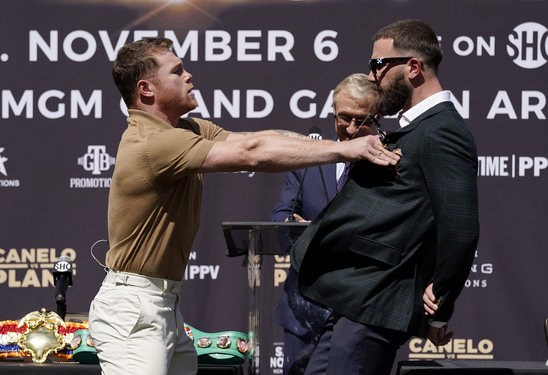 Canelo y Plant se lían a golpes en conferencia de prensa