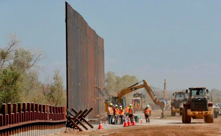 El Gobierno de Biden considera construir los huecos faltantes del muro con México, según reporte