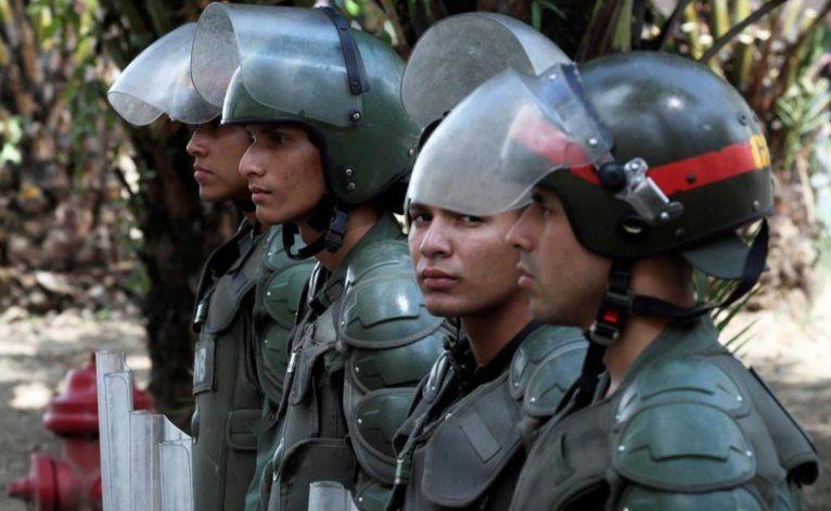 Colombia militariza su frontera con Venezuela en Cúcuta ante la esperada llegada de miles de venezolanos
