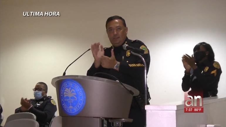 Ciudad de Miami suspende al jefe de policía ArtAcevedo
