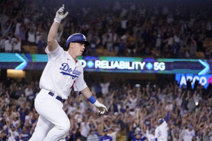 Smith sacude jonrón en 9no y Dodgers remontan ante Gigantes
