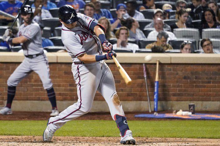 Riley pega grand slam y Bravos apabullan 12-5 a Mets