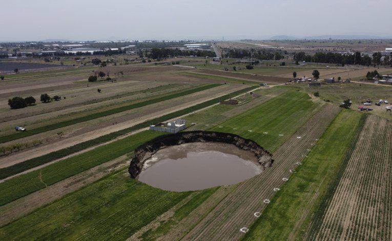México: Autoridades advierten que socavón seguirá creciendo