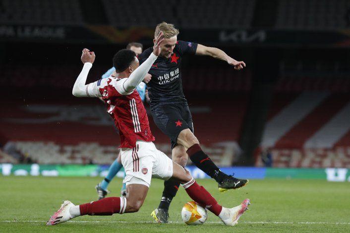 Arsenal se deja empatar en Liga Europa; Man U logra triunfo