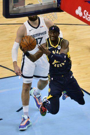 Pacers derrotan a Grizzlies de la mano de LeVert y Brogdon
