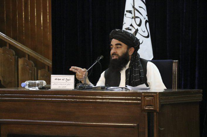 Afganistán: Talibán disuelve protesta, arresta periodistas