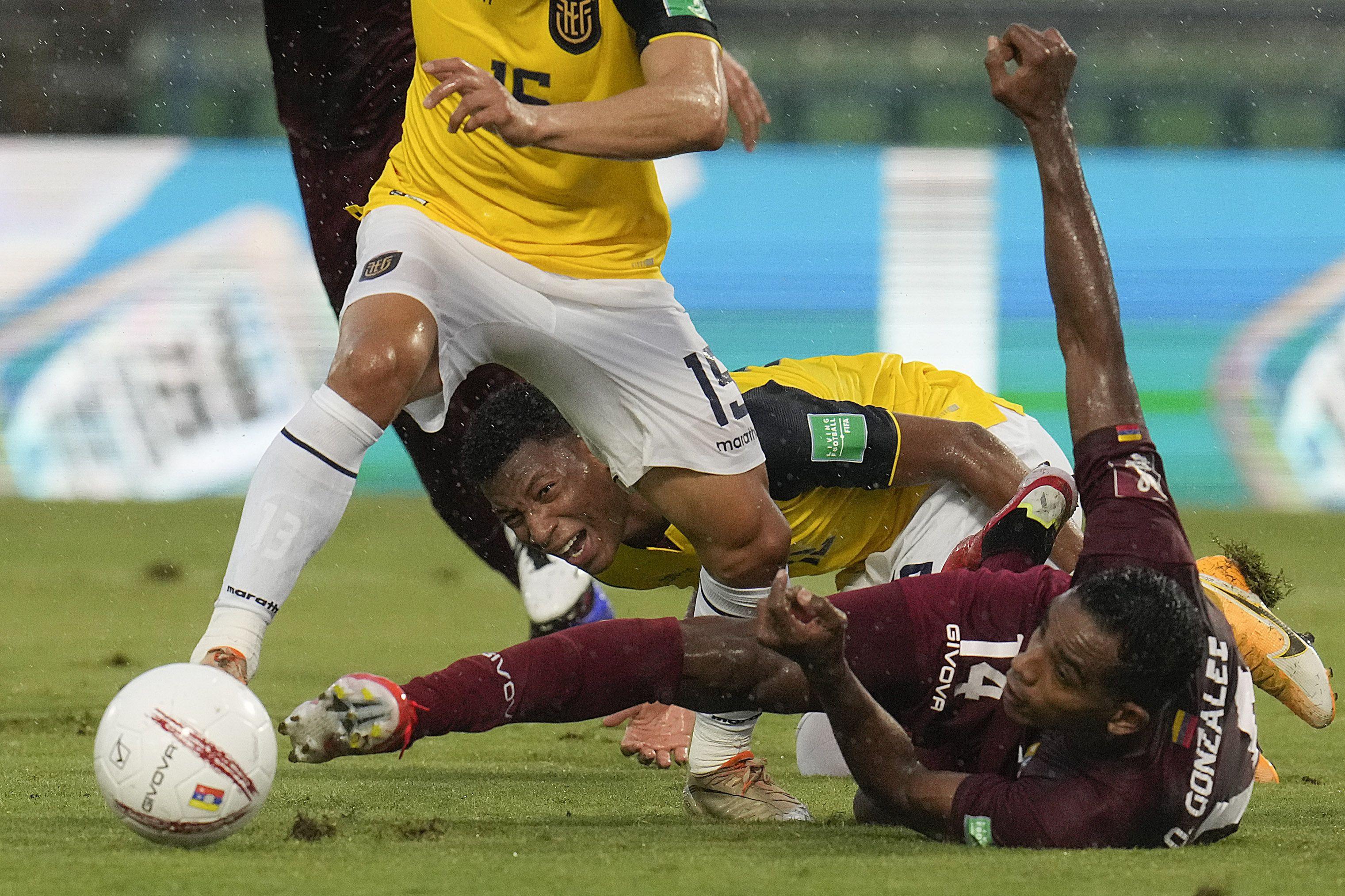 Ecuador naufraga en Caracas al caer 2-1 ante Venezuela