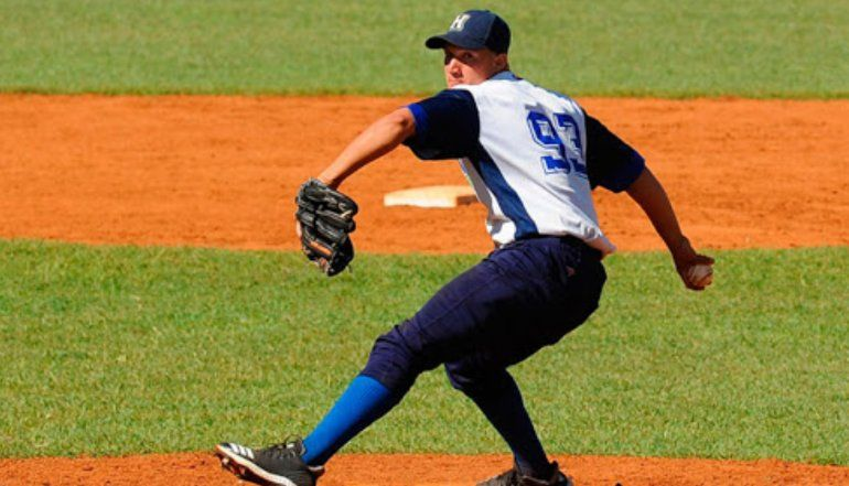 Sancionan a pelotero cubano por publicación en Facebook