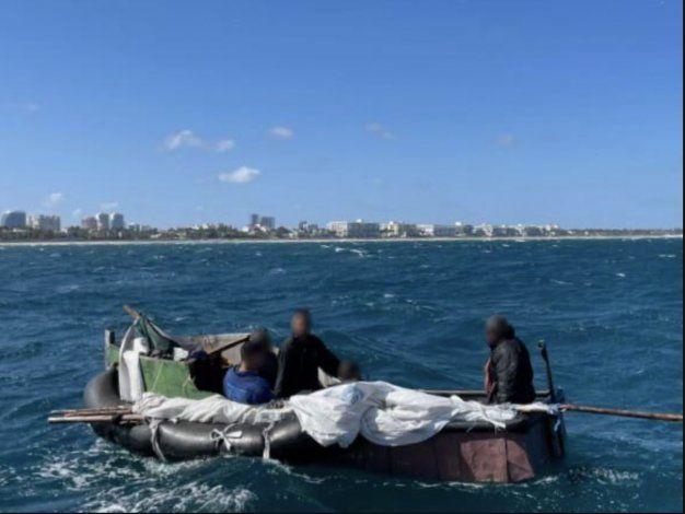 A solo 2 millas de llegar a las costas de Palm Beach, balseros cubanos fueron interceptados por la Guardia Costera