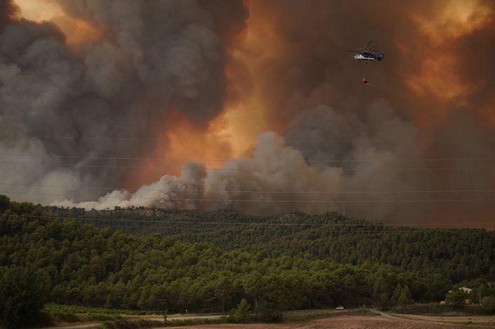 Incendio forestal azota el noreste de España