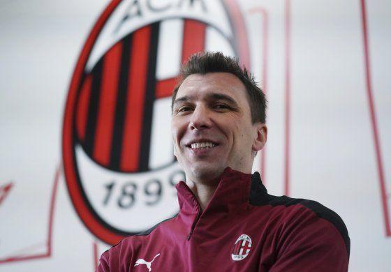 Mandžukić regresa a Italia, ficha con el líder Milan