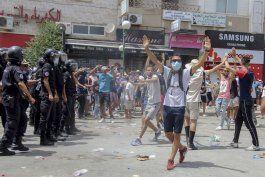 tensiones en tunez tras la suspension del parlamento
