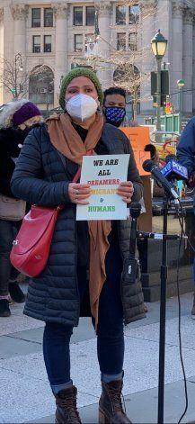 NY: Por cruzar mal la calle, hondureño podría ser deportado