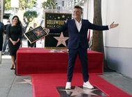 sanz devela estrella en el paseo de la fama de hollywood