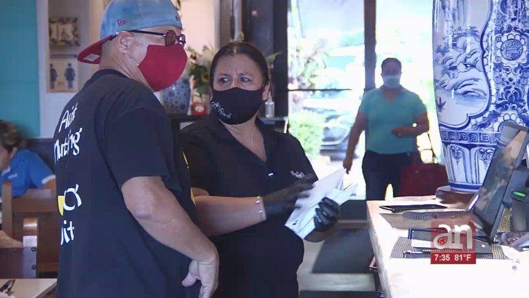 Miami-Dade flexibilizan el toque de queda y aumentan la capacidad en los restaurante