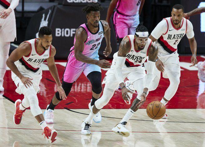 Adebayo anota 22 puntos y el Heat derrota a Blazers 107-98