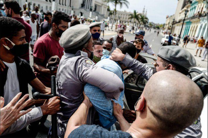 Washington Post: Administración Biden anunciará hoy sanciones a funcionarios cubanos involucrados en la represión de las protestas