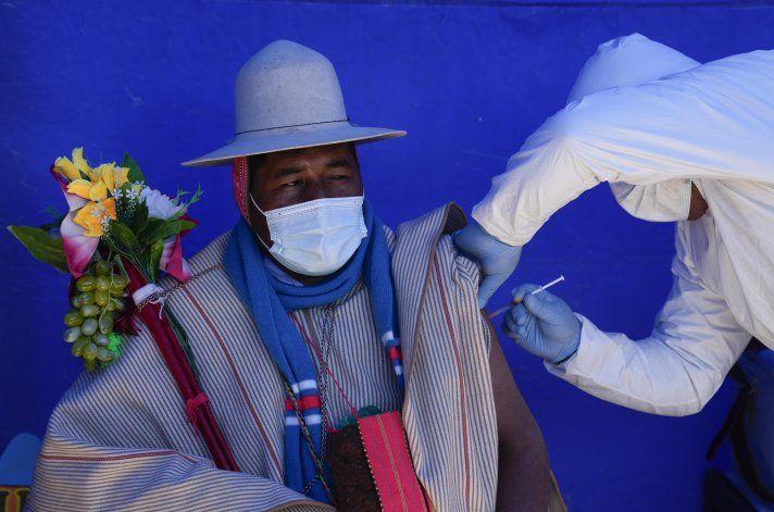 Bolivia busca suplir la segunda dosis de la vacuna Sputnik V