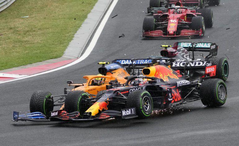 Verstappen molesto por salir afectado de nuevo por Mercedes