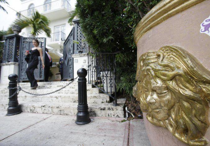2 hombres muertos son hallados en antigua mansión de Versace
