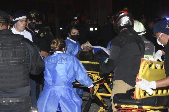 Se desploma estructura del metro de Ciudad de México