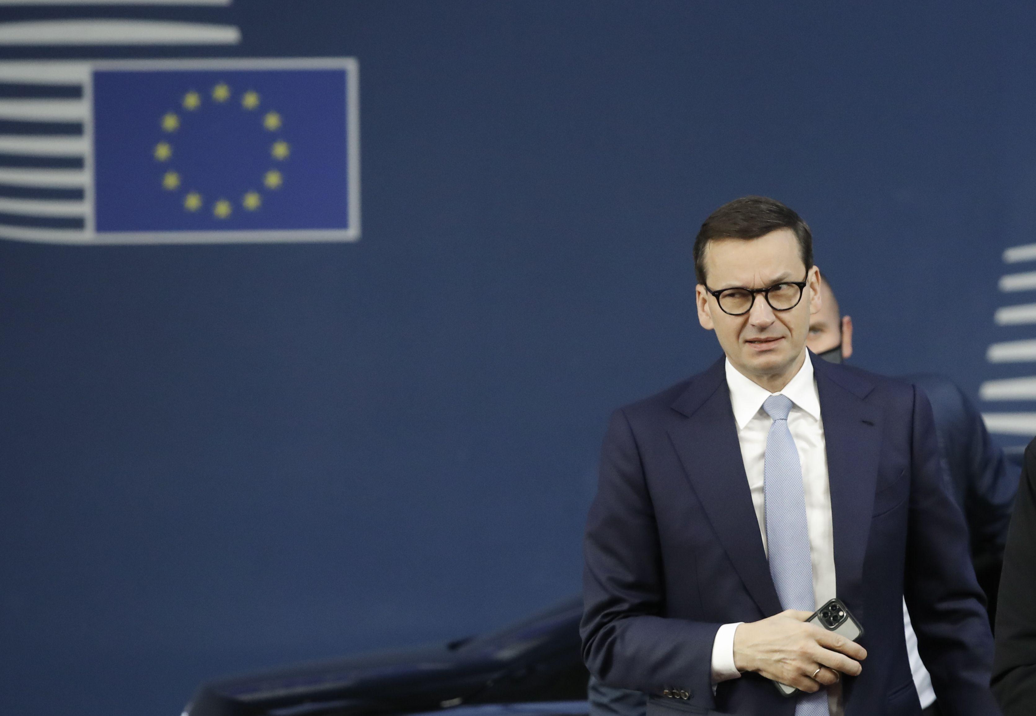 UE advierte a Polonia sobre retórica que menciona a guerra